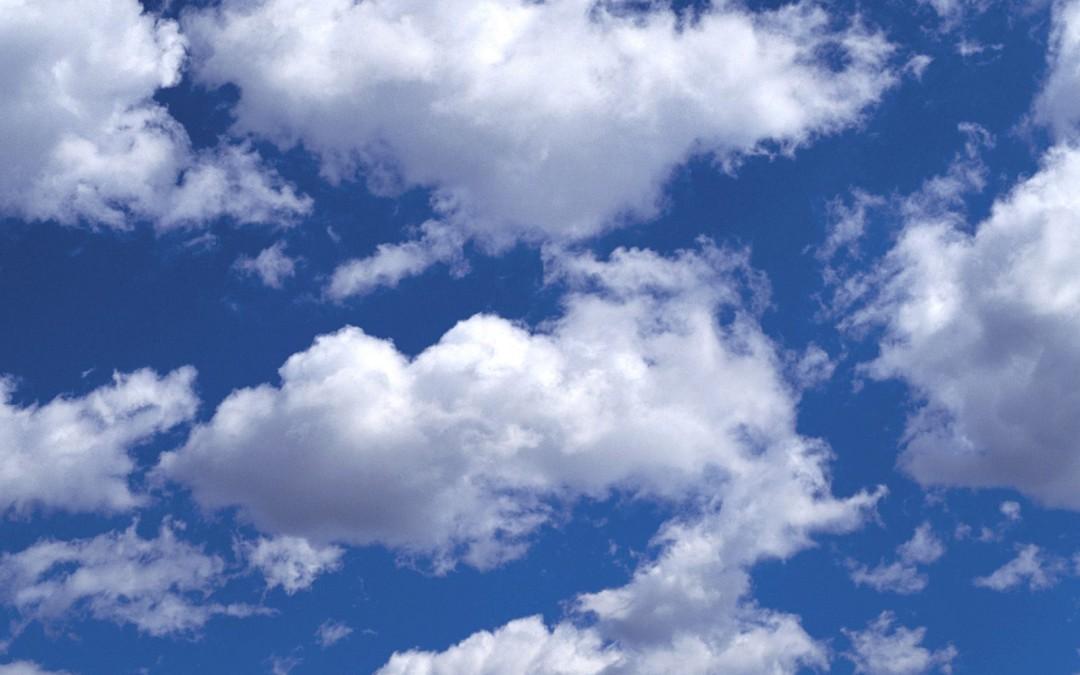 Tous les nuages avancent dans le même sens